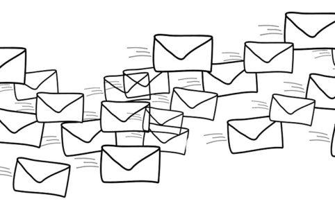Werbetexter textet E-Mails für einen Verlag